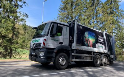 Umelci nechávajú odkazy na zberných vozidlách a kontajneroch